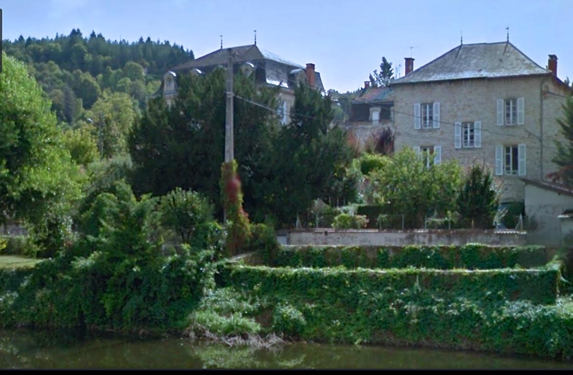 Gîte Le Chemin des Anges, vu depuis les rives du Célé